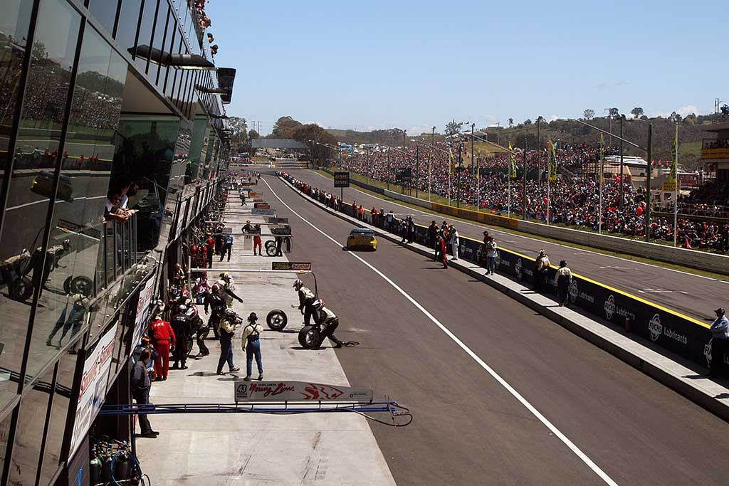 mount panorama, Pit and Spectator Facilities Building, raceway